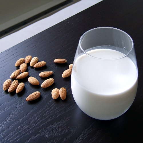 homemade-almond-milk-015